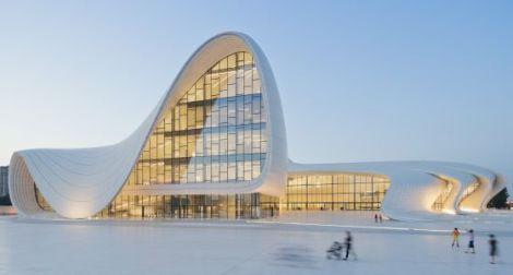 Centro_cultural_Heydar_Aliyev_Azerbaijao_Zaha_Hadid_arquitete_suas_ideias