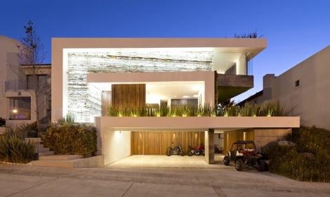 casa-fachada-madera-puebla-mexico-La-Vista-Country-Club-arquitete-suas-ideias (1)
