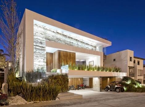 casa-fachada-madera-puebla-mexico-La-Vista-Country-Club-arquitete-suas-ideias (3)