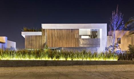 casa-fachada-madera-puebla-mexico-La-Vista-Country-Club-arquitete-suas-ideias (4)