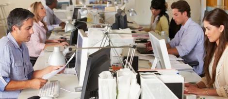 trabalhando-mesa-escritorio-arquitetura-arquitete-suas-ideias